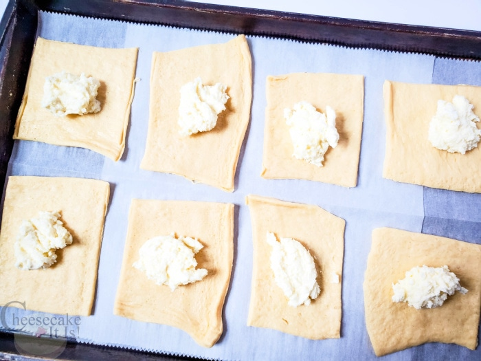 add cheesecake filling to dough